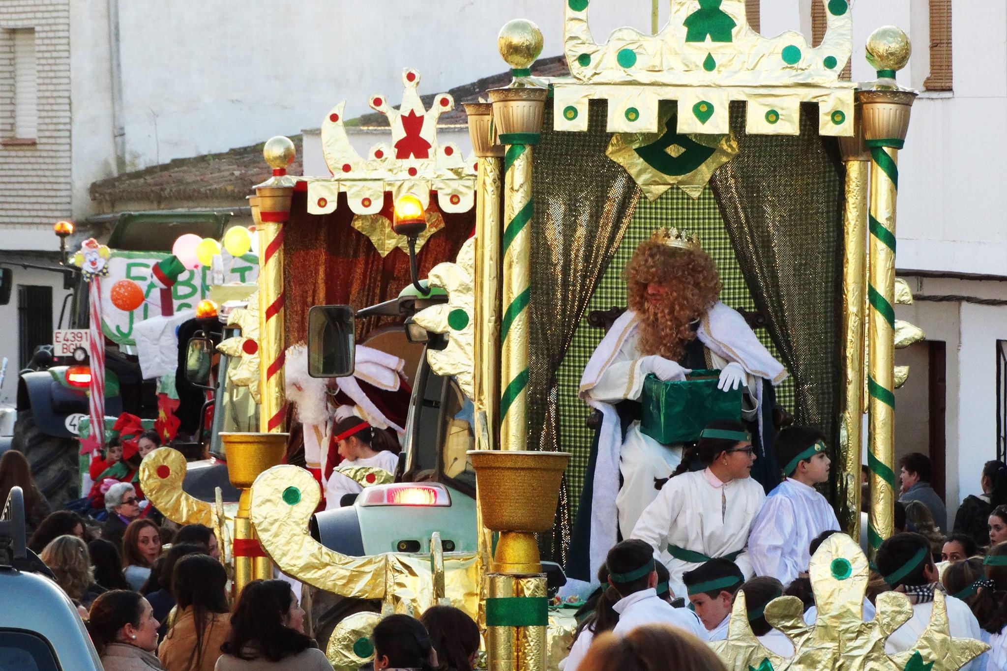 Carrozas De Reyes Magos Fotos.Cuatro Carrozas Han Formado El Cortejo Real De La Cabalgata