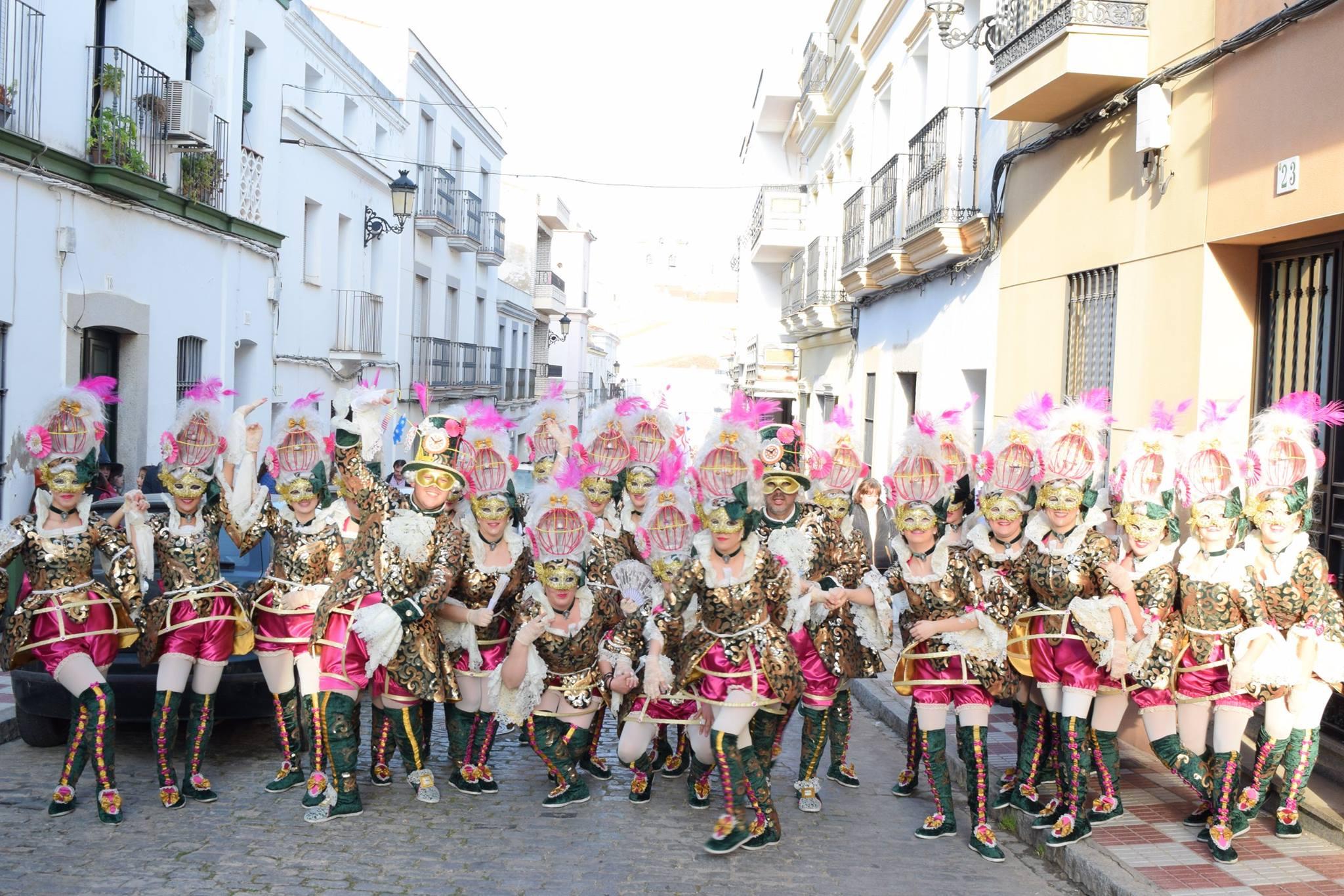 Fantas a rock se proclama comparsa ganadora del carnaval for Piscina quintana de la serena