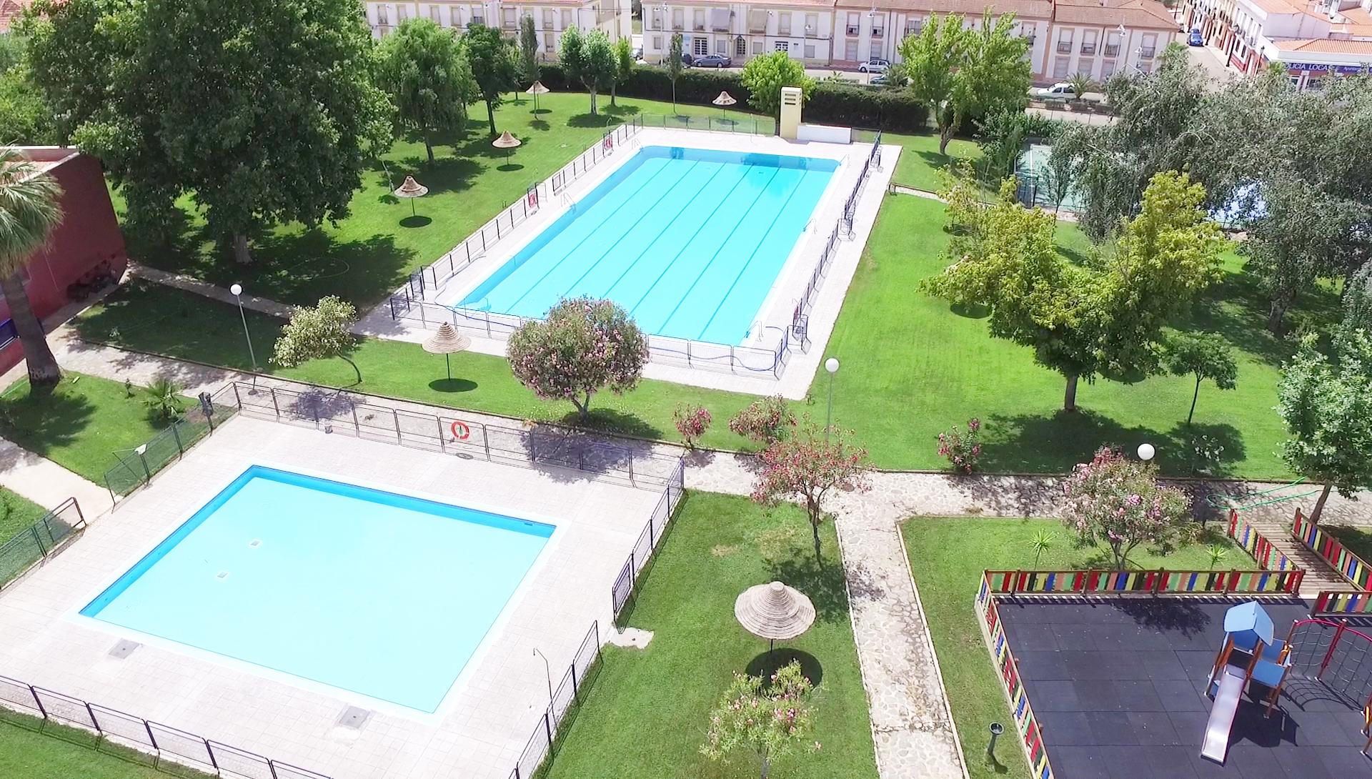 Apertura de la piscina municipal con una jornada de for Piscina municipal de salt