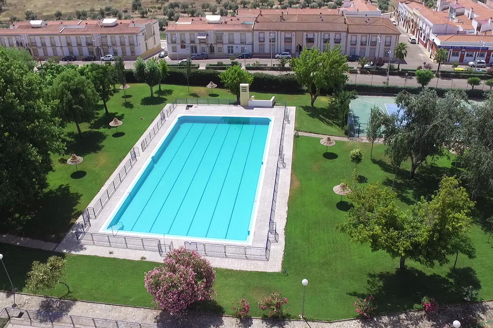 La piscina municipal amplia su horario durante los fines for Horario piscina alaquas