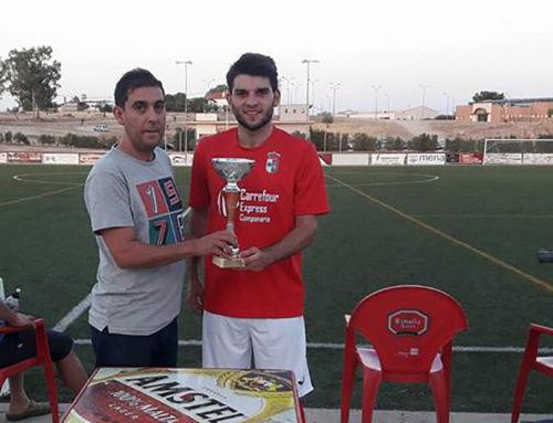 El 'Campa' recibe al Peleño tras proclamarse campeón del Trofeo 'Aer, mío por un año'