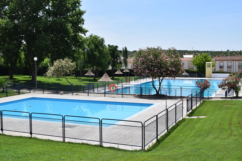 La piscina municipal cierra la temporada con una jornada for Piscina municipal