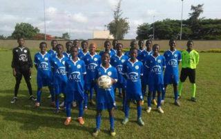 El  Campa  colabora recogiendo botas de fútbol para niños de Costa de Marfil 788fadf449c93