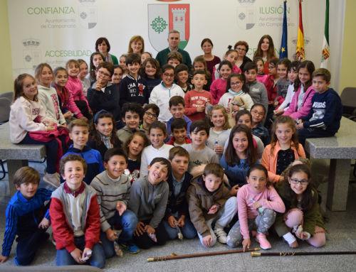 """Visita de alumnos del Colegio """"Ntra. Sra. de Piedraescrita"""" al Ayuntamiento de Campanario"""