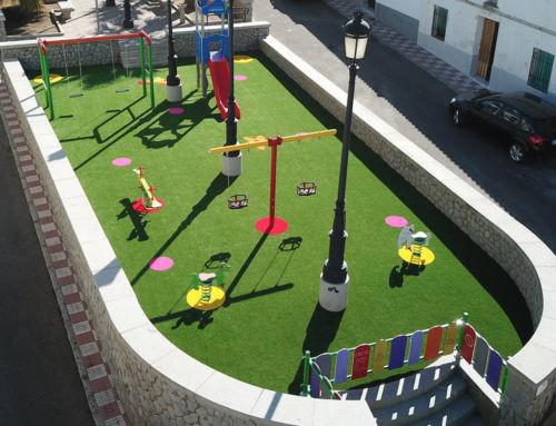 El Ayuntamiento remodela y mejora el parque infantil de 'Matapalo'