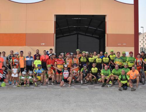 Más de 50 ciclistas en la VI Quedada Nocturna de los 'Zorros de la Serena'