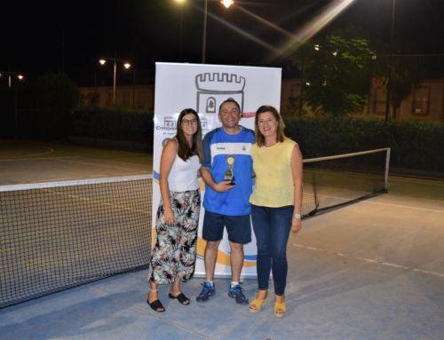 Juanma Montero gana la final del Torneo de Tenis de Campanario
