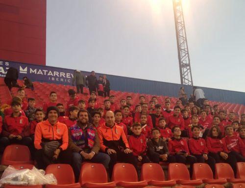 Los alumnos de la Escuela de Fútbol disfrutaron de un partido del Extremadura UD
