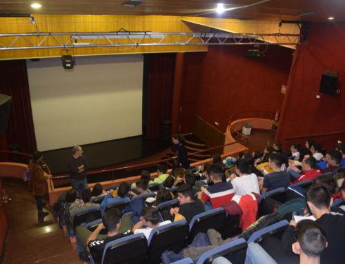 Los alumnos del IES Bartolomé J. Gallardo disfrutan de 'Buñuel en el laberinto de las tortugas'