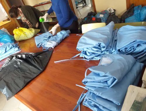 Un total de 100 vecinas de Campanario confeccionan 250 batas para los profesionales sanitarios