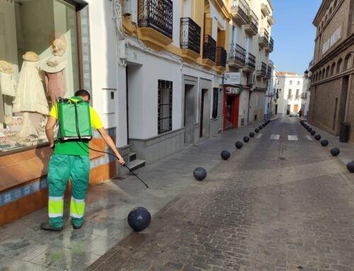El Ayuntamiento continúa desinfectando los comercios y las zonas de mayor concurrencia