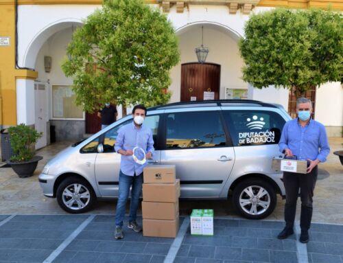 La Diputación de Badajoz entrega a Campanario un cañón de ozono y otros materiales de protección