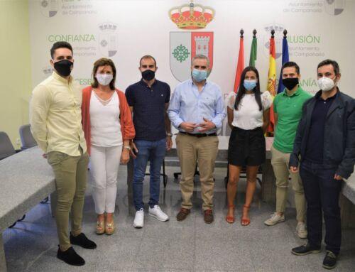 El alcalde da la bienvenida a los cinco nuevos agentes de Policía Local de Campanario