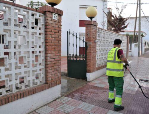 El Ayuntamiento desinfecta los entornos de los centros educativos y las zonas de mayor concurrencia