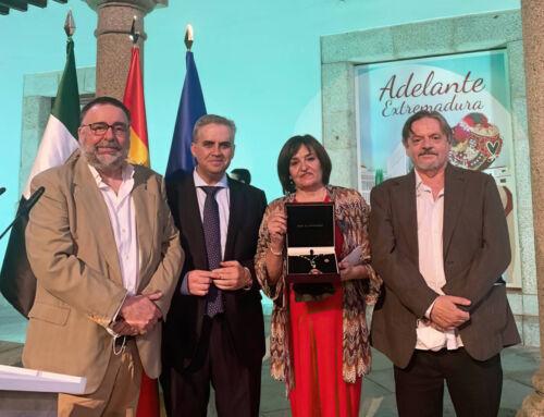 Nuestra vecina Josefa Gómez Sánchez recibió la Medalla de Extremadura